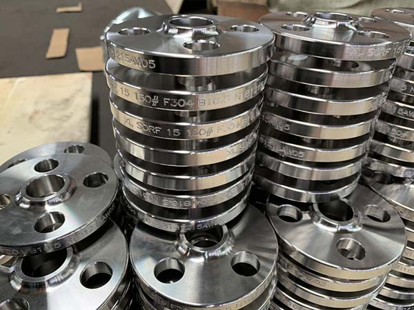 Industrial pipe fittings and flanges